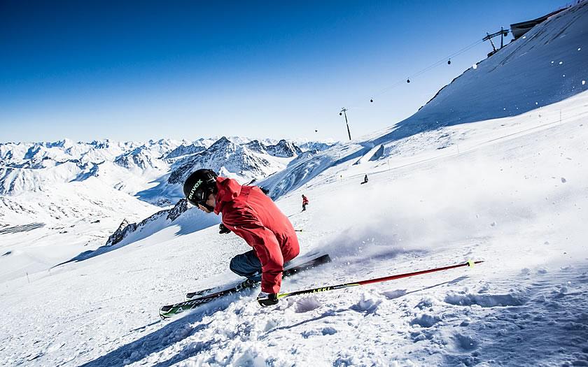Skiing at the Pitztal glacier