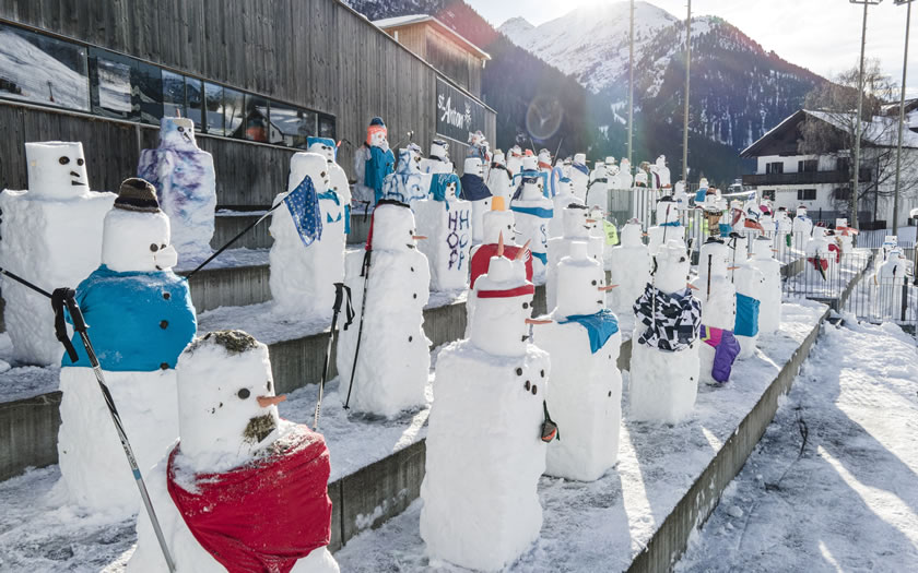 The crowd of snowmen at the St Anton race line