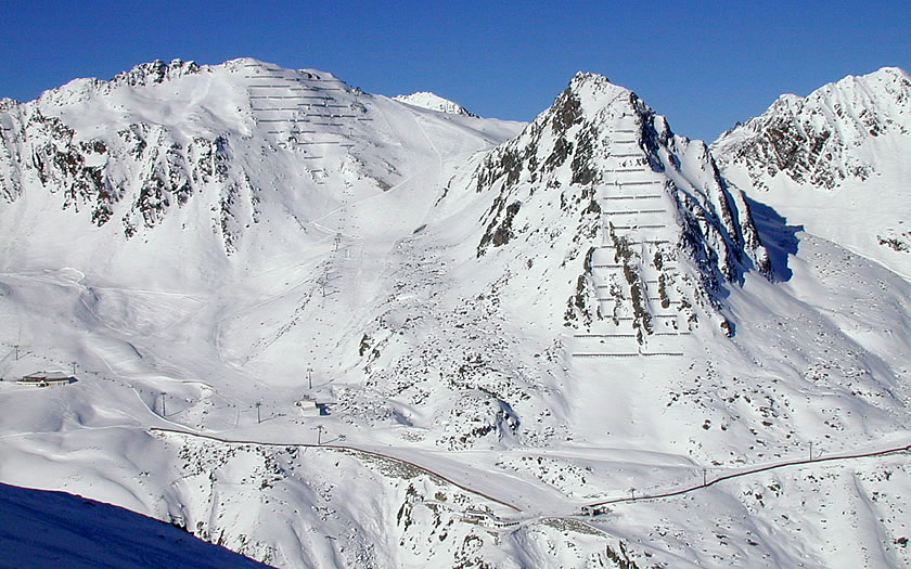 The ski lifts linking to the Sölden glaciers